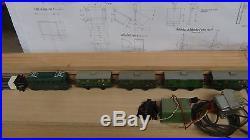 Locomotive Hornby Echelle 0 + 4 wagons + rail courbe +Transformateur
