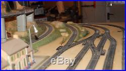 Maquette ferroviaire JOUEF + lots de decors ainsi que rails et transfo